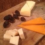 ミャンカー - チーズ盛り合わせ500円