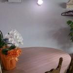 杏庵 - 丸テーブル。おひとり様に( ・∀・) イイネ!