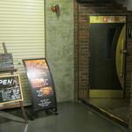 Bar Lounge EL・TOVAR - お店のドアです。