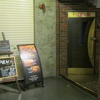 Bar Lounge EL・TOVAR-お店のドアです。