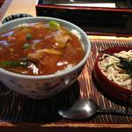 豊年屋 - カレー丼大盛り(800円+100円)丼ものにはサービスのミニそばが付く。