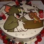 アニバーサリー - トムにサプライズケーキ