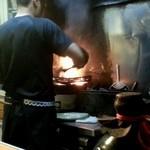 宮崎地どり家 - 火柱焼き調理中 ホントに凄い火柱です。