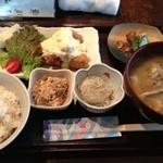 魚山亭 - チキン南蛮定食 レディースセット(1050円)