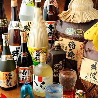 自慢の古酒・ハブ酒など、多数ご用意しています。