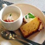 サイドプロジェクトカフェ - デザート(マーマレードのパウンドとパンナコッタ)