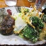 18012740 - 日替わり定食(¥600)のメイン拡大(ハンバーグとブロッコリーと野菜のかき揚げ)