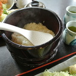 18013675 - ご飯は熱々が『黒塗りのおひつ』で提供されます。お替り自由です。