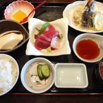 18016420 - 鮮魚の刺身と天ぷら定食