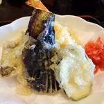 18016434 - 鮮魚の刺身と天ぷら定食(天ぷらアップ)
