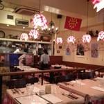 パリのワイン食堂 - 明るい店内