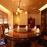 菜香新館 - ご接待や顔合わせ向き、重厚な調度の個室