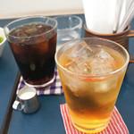 カフェトリコ - アイスコーヒーとオーガニックアップルジュース