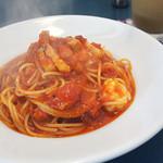 カフェトリコ - 厚切りベーコンとモッツァレラのトマトソースパスタ