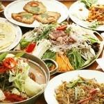 豚ちゃん チヂミ家 - 【辛~いプテチゲ鍋コース4600円】キムチ盛合せ、ナムル盛合せ、チャプチェ、野菜サラダ、ニラチヂミ、トッポギ、蒸し豚、プテチゲ鍋。2時間飲み放題付きです♪