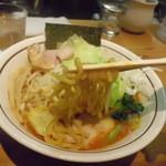 らぁ麺 あんど - 黄色い中太麺