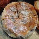 パン・ド・カンパーニュ - 甘豆のパン