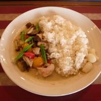 カフェ 彩の森 - タイ風グリーンカレー 750円 チキンと野菜のエスニックな辛さ