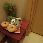 クロッチョカフェ - 置物のベーグルは本物のベーグル生地で作ってあるそうです!