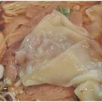 18038396 - ワンタン。餡は生姜が効いていて、皮はフワフワしています。