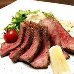旬鮮吟味 唐八 - 余分な脂を取り除き厳選された部位のみを使用した博多和牛ロース(要予約)。とろける肉の柔らかさと旨みを存分に味わえる。