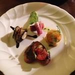 ドルチェ ヴィータ - 綺麗な前菜。ナスが美味しかった(o^^o)