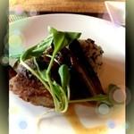 18043062 - メイン①鶏肉のモモ肉と茄子の石窯焼きバターライス添え