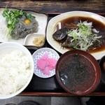 18047885 - 地魚メジナの煮付けと刺身一点付定食(1200円)