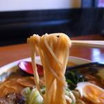 ラーメン あっぱれ - 麺は中太のストレート麺です