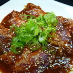 吉 - 食べれば汗かく辛い焼肉。 辛いモミダレは希望があれば可能です。(赤身に合います)