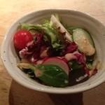 魚こころ - 夜定食のサラダ。六甲のめぐみからのこだわりの野菜で美味。