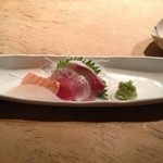 魚こころ - お造り。明石や尼崎からこだわり魚を仕入れているそうです。新鮮で美味しい。魚によっては一晩寝かせて旨味upさせているそうです。