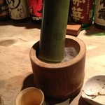 魚こころ - 竹酒。おちょこも竹で香り豊かに楽しめます。