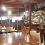 大衆トラットリア 逗子海岸入口キクヤ食堂 - 昭和チックな室内