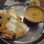 PANAS - ランチカレーセット:海老  サラダ、チーズナン、ラッシー付き1