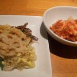 焼肉チャンピオン - ナムル盛り、白菜キムチ