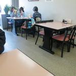 グリル金プラ - 昔の食堂のようです。