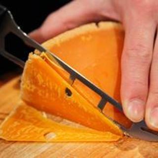 ソムリエ厳選チーズが常時10種類以上!