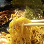 18059210 - 濃厚なスープが良く絡む太ちぢれ麺