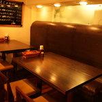 SQUARE MEALS みなもと - パーティーにも使えるテーブル席。