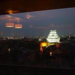 クラウン - 遠くには桜に囲まれた名古屋城★