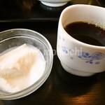 麺飯家龍門 - ランチの杏仁豆腐とコーヒー