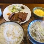 牛たん炭焼き 利久 - 牛たん定食(ランチ)1,200円+とろろ100円