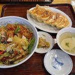 ぎょうざの満洲 - 若鶏の唐揚げ丼と餃子