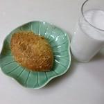 フォートナムアンドメイソン コンセプトショップ ティーショップ - 2013.03 翌日の朝食はカレーパン、、焼いたタイプです。