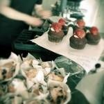 Nicolai Bergmann NOMU - チョコレートカップケーキとブルーベリーとチーズのカップケーキ