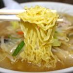湯村食堂 - 縮れ麺