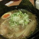 庚申 - 黒味噌黒麺(\780)