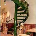 新川大勝軒飯店 - 龍をイメージした螺旋階段を登ると,16名様までの宴会も出来るスペースになっております。