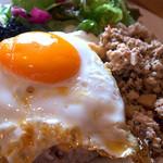 カフェオットー シクロ - 「シクロ特製ガパオごはん」(900円)。なかなか美味しいカフェ飯でございます。